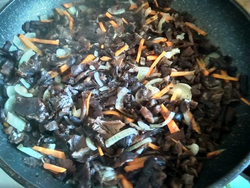 Постный картофельный рулет с грибами, бюджетно и вкусно