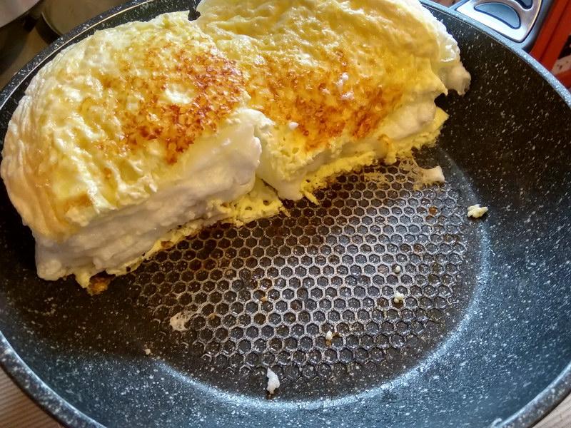 Готовлю омлет, как настоящий кулинарный шедевр, понадобятся яйца и молоко