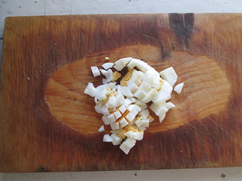 Весенний салат из шпрот. Свежий салат, где каждый ингредиент идеально подходит