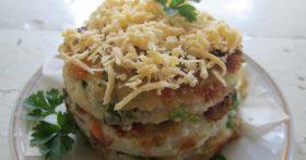 Мини-пирог из картофельных коржей — оригинальная и очень вкусная закуска