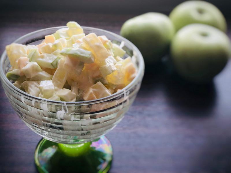 Настоящий клад для диеты «Салат с сельдереем и фруктами»