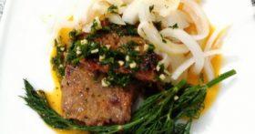 Как я готовлю мягкие и сочные стейки из говядины? Моя главная изюминка – киви маринад + облепиховый соус