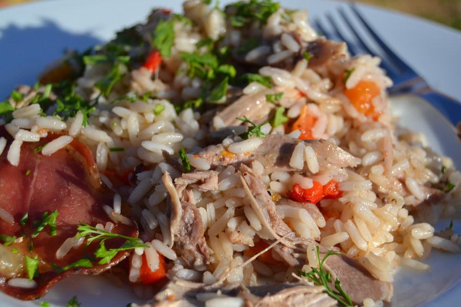 Утка с рисом и копчёностями - очень вкусное сочетание, а мясо утки получается особенно нежным