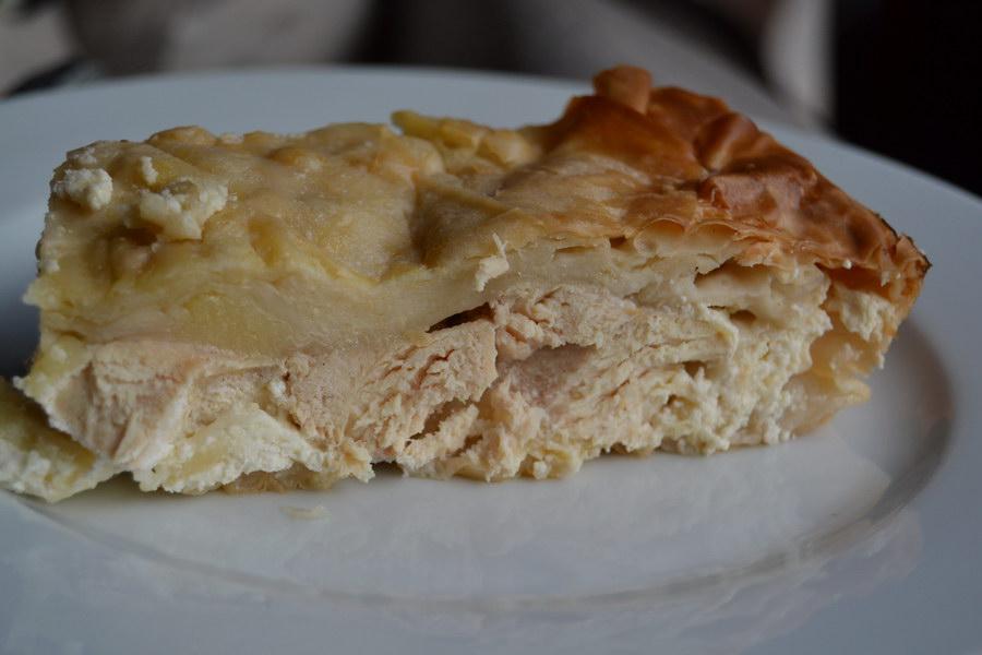 Пирог из творога, теста фило и маринованных куриных грудок. По мотивам греческой кухни