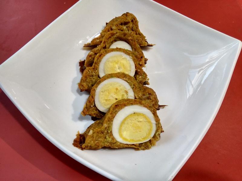 Кабачковый рулет с яйцом