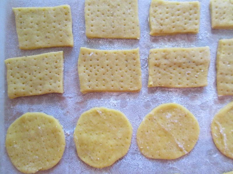 Универсальное «Галетное печенье» - основа закусок и десерт. Рецепт предельно прост, а вкус настоящий