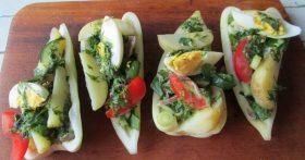 Абсолютно диетический «Зелёный салат с желудочками» в порционной подаче