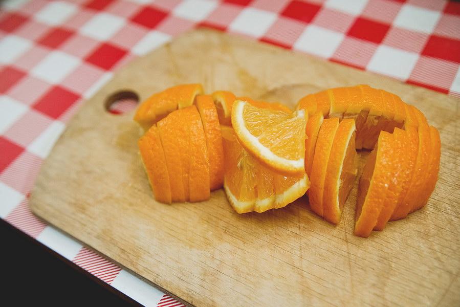 Курица, запеченная с апельсинами – такой простой и в тоже время оригинальный рецепт