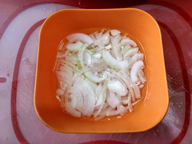 Яркий овощной салат «Радуга» (майонезные «горки» уже в прошлом)
