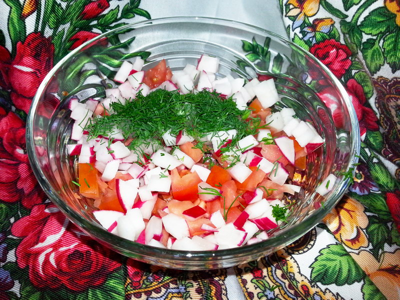 Пикантный салат «Перлоле» - блюдо, соединившее в себе свежесть овощей и сытность крупы