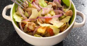Мой повседневный салат из индейки. Всё просто и без майонеза, весь секрет в сочном мясе