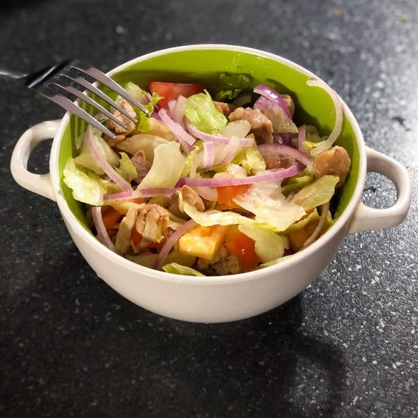 Лёгкий салат с вареной индейкой