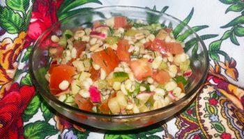 Пикантный салат «Перлоле» — блюдо, соединившее в себе свежесть овощей и сытность крупы