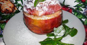 Идеальный завтрак и вкусный десерт (рецепт печеных яблок фаршированных бананом)