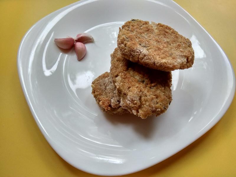 Оладьи (котлеты) из консервированной форели