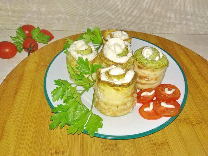 Рулеты из кабачков с творожно-чесночной начинкой