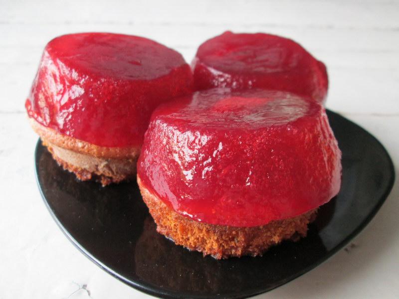 Порционные клубничные тортики