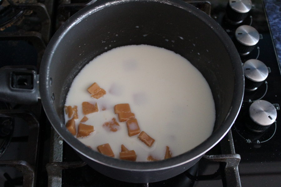 Приготовила «Ирисково-коричный пирог» специально для внуков. Говорят, как у Ториэль