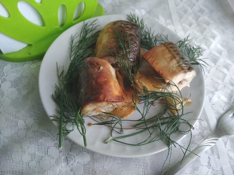 Скумбрия в горчичном соусе с луком, запеченная в духовке