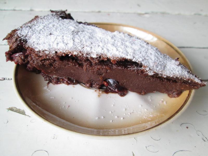 Шоколадное чудо десерт «Клафути». Хороший рецепт, получилось с первого раза