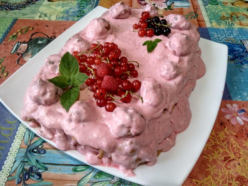 Меренговый торт с ягодным кремом