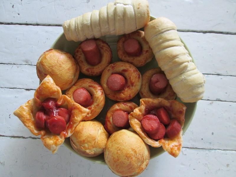 Тот случай, когда «Сосиска в тесте» реально вкусная и праздничная закуска, рецепт по-быстрому, на слоёном тесте