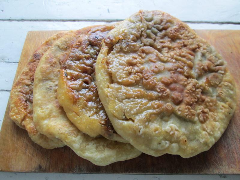 Гошнан – безумно вкусные лепёшки с начинкой из баклажанов