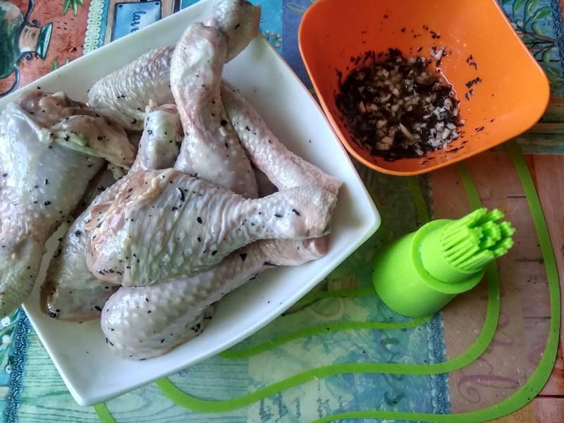 Куриные ножки на «зелёной» подушке (гарнир к блюду не нужен, капуста с зеленью протушивается отменно)