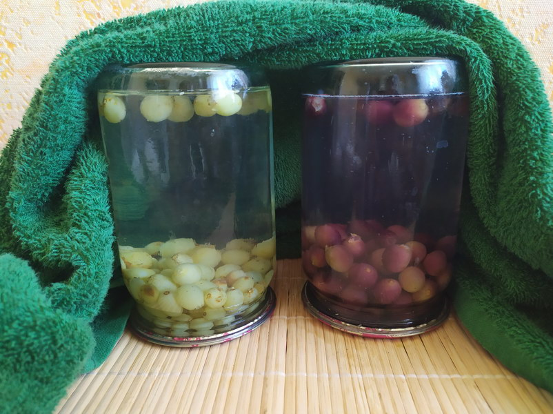 Компот из винограда без стерилизации (получается гораздо вкуснее, фрукты не вывариваются, а настаиваются в сиропе)