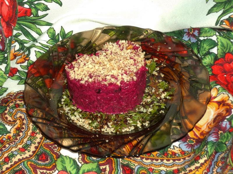 Салат из свеклы «По-новому», весь смак именно в запечённой свекле
