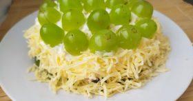 Салат «Виноградная гроздь» — кума приготовила диковинный салатик на 5 ингредиентов