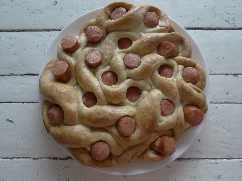 Безупречный пирог с сосиками - шустро готовится, а съедается ещё быстрее
