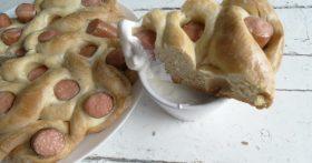 Безупречный пирог с сосиками — шустро готовится, а съедается ещё быстрее