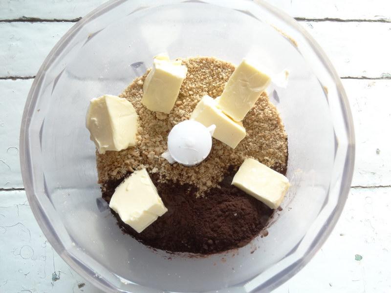 Люблю рецепт этого шоколадного печенья. Намного выгодней и вкуснее магазинного. Готовить полчаса и выпекать не надо