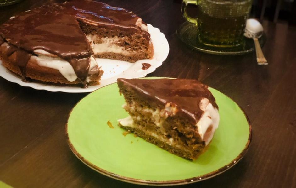 Торт на кефире со сметанным кремом и шоколадной глазурью