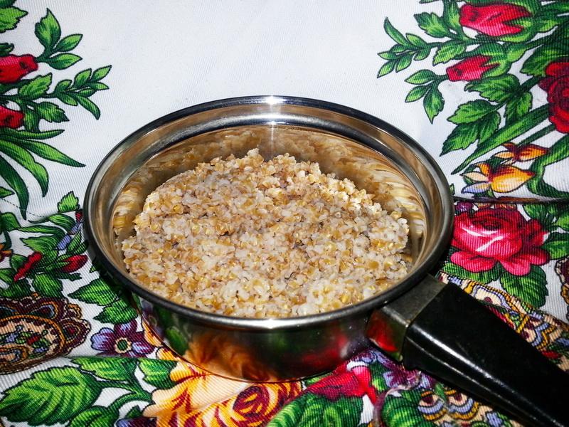 Бесподобный салат из полбы «Фарро Капрезе» (очень удачный рецепт – салат такой сытный, что можно назвать, вторым блюдом)