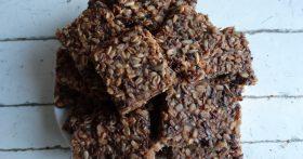 «Хрустящие злаковые крекеры» — готовлю детям в школу на перекус. Но и не скрою: сама ими спасаюсь во время диеты