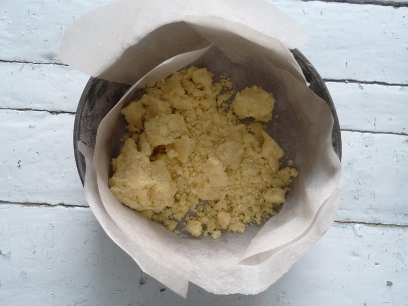 Ни с чем не сравнимый пирог из кукурузной муки, а слепить из ней корж – та ещё задача!