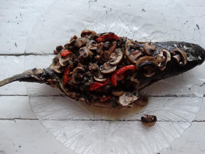 Фаршированная грибами рыба