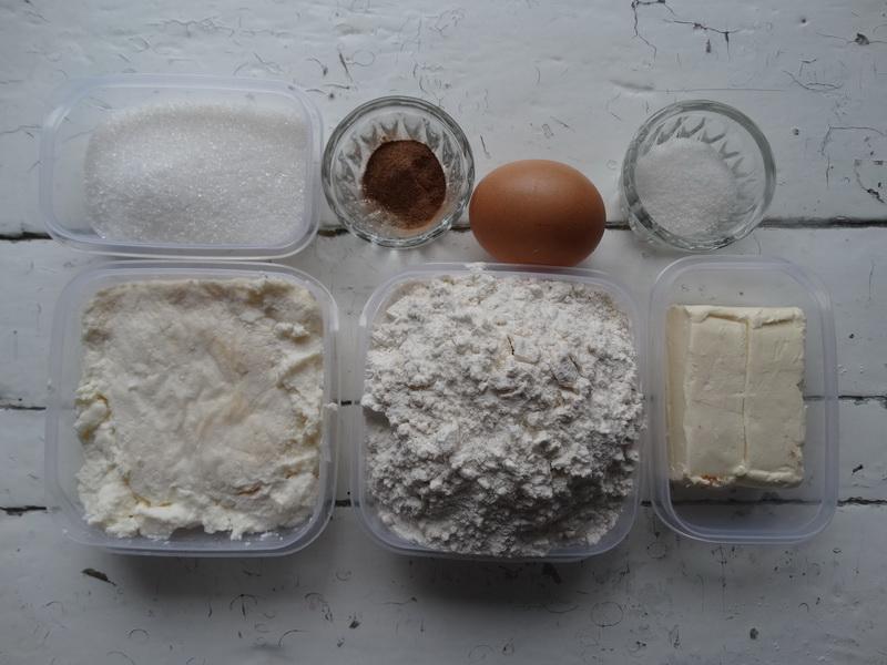 Слоёное печенье - не из слоёного теста. Как по мне, проще рецепта не придумать