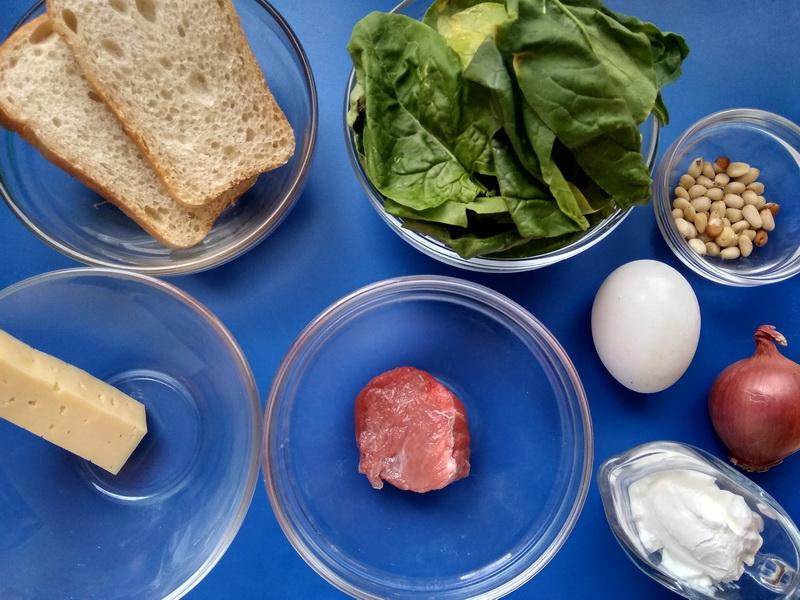 Приготовила гренки на завтрак, как итальянском ресторане (Брускетта со шпинатной намазкой и говядиной)