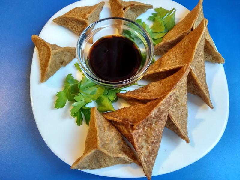 Блинная закуска «треугольники с начинкой из рыбы»