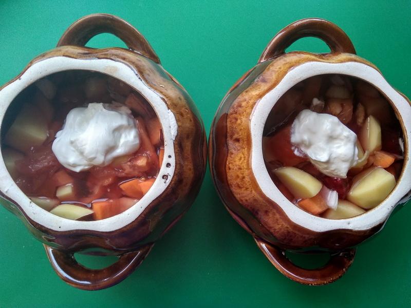 Съедобная хлебная крышечка творит чудеса. Казалось бы, обычное овощное рагу, а ужин, как настоящий кулинарный праздник