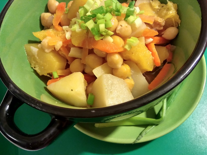 Вегетарианское рагу с нутом и патиссоном