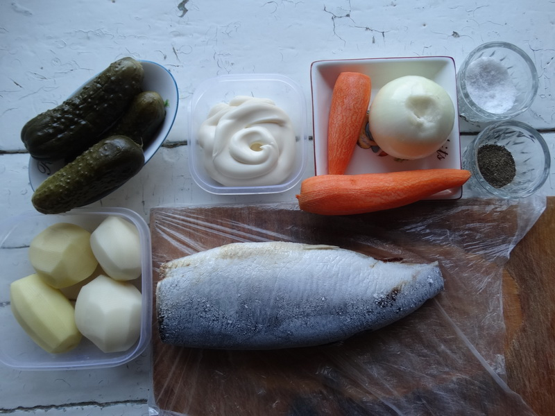 Салат «Новогодний шар для ёлки». Внутри любимый селёдочник, а самое главное - на декор не нужно много времени и сил!
