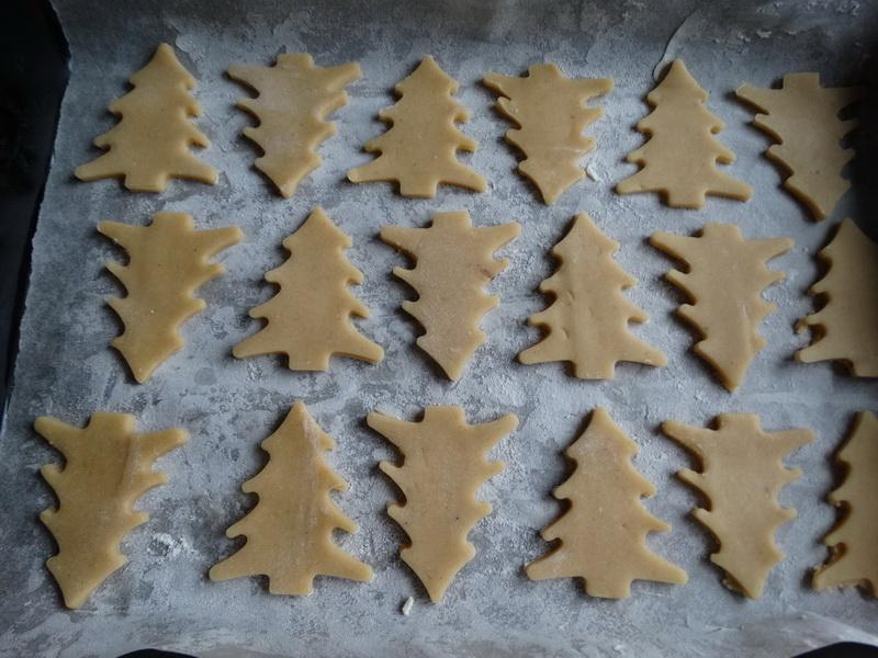 Уникальный рецепт вкуснейшего зимнего десерта: «Хрустики, печенье, пряники». Всего лишь надо раскатать тесто чуть иначе