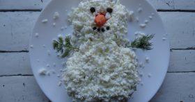 Зимний салат Снеговик — на самом деле внутри может быть любой, но мой – мясной, как любит муж