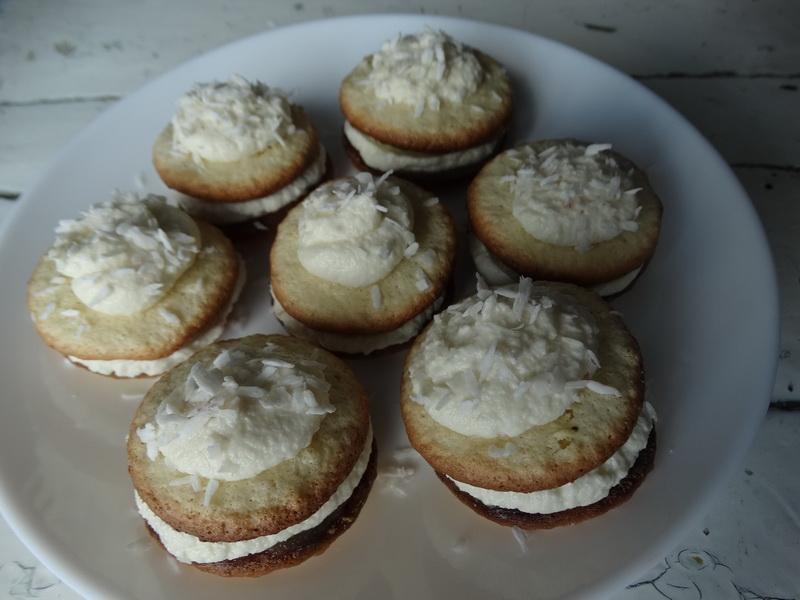 Решила только попробовать рецепт французских пирожных, а уже третий раз готовлю их!