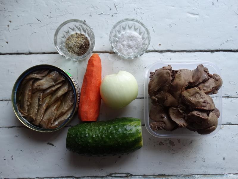 Обалденная закуска из шпротов с куриной печенью. Вкус превосходный и блюдо не «тяжёлое»