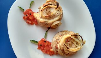Часто для моих малолетних гурманов готовлю «Улитки» из куриного филе со сметанной начинкой из перца и лука